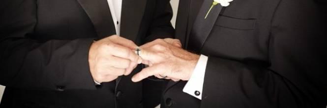 Due amici eterosessuali uniti in matrimonio non perché gay