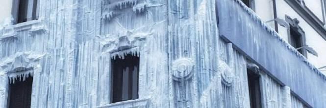 Milano, il palazzo ghiacciato spopola sui social network 1