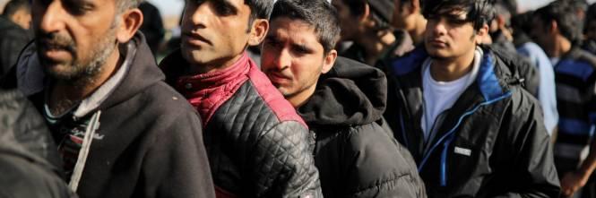 Risultati immagini per migranti in transito