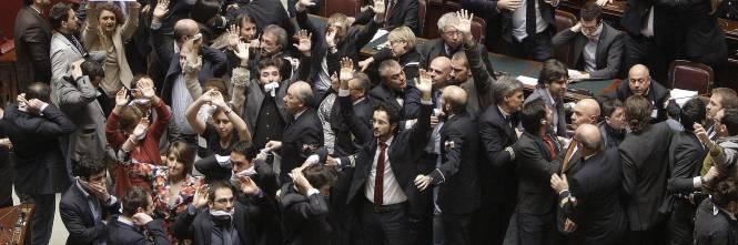 Protesta m5s alla camera sospesi dai 5 ai 15 giorni 42 for Onorevoli 5 stelle