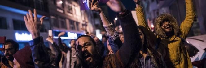 Le proteste nel bastione laico di Istanbul 4