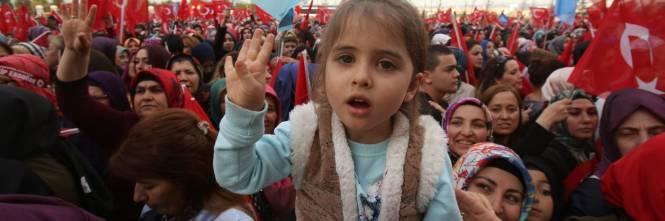 """Ankara festeggia il """"sì"""" al presidenzialismo 1"""