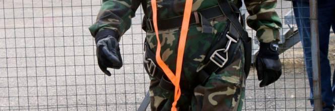 Il parà 96enne, Giuseppe Degrada, si lancia col paracadute 1