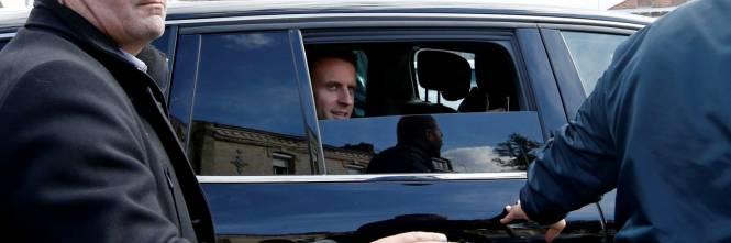 Macron contestato dagli operai Whirlpool 1