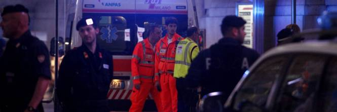 Milano, accoltellati un poliziotto e un militare 1