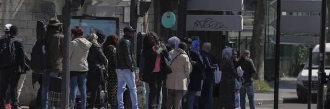 c95fbe66b9 Gli islamisti sui bus di Parigi: autista caccia donna con la gonna ...