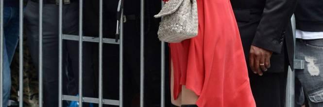 Connie Nielsen, il vento alza la gonna sul red carpet 1