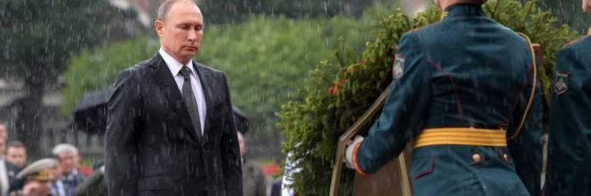 Pioggia battente su Putin: resta impassibile 1