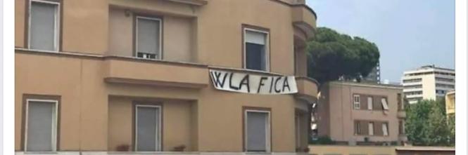 LATINA:SBANDIERA I SUOI GUSTI SESSUALI MENTRE IN CITTA' SFILA IL GAY PRIDE