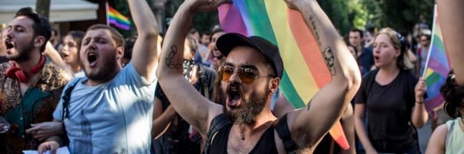 Istanbul, la polizia interrompe il Gay Pride 1