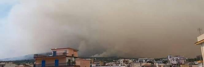 Gli incendi divampano sul Vesuvio 1
