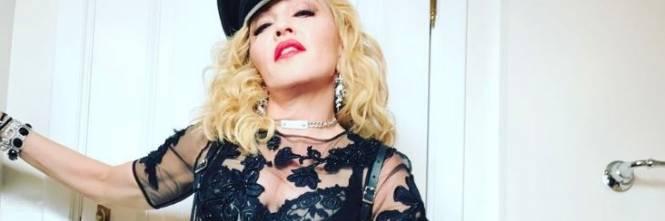 Madonna e Sharon Stone: sexy dive a confronto 1