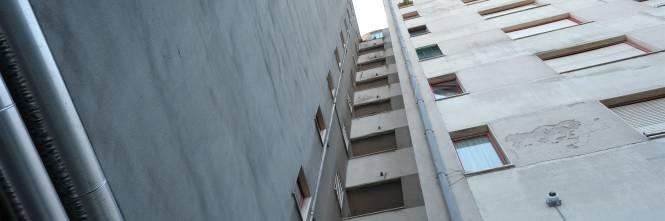 Milano, viaggio nel fortino degli abusivi in via Salomone 1