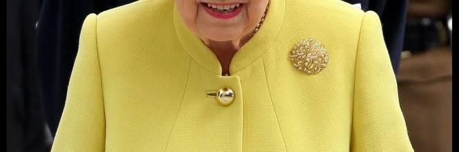 Tiare, guanti e cappellini: così si vestono i reali britannici 1
