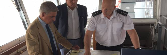 A bordo degli aerei di Frontex, a caccia di trafficanti di uomini 1