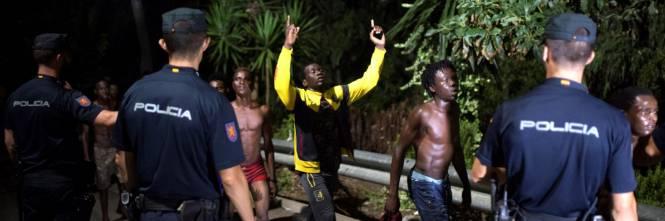 Ceuta, l'assalto dei migranti alla frontiera 1