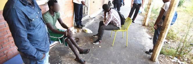 Gli stranieri sbarcano in Italia con il permesso già pronto