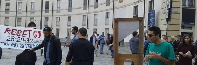 """Renzi e Poletti """"ghigliottinati"""" a Venaria (Torino) 1"""