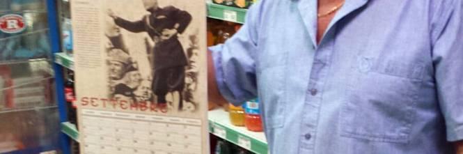 Il calendario di Mussolini esposto in un supermarket dell'imperiese 1