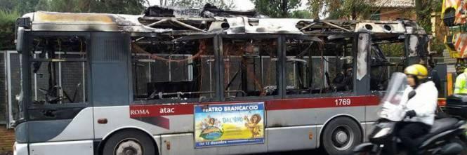 Paura a roma fiamme su un bus in via della camilluccia for Roma mobile atac