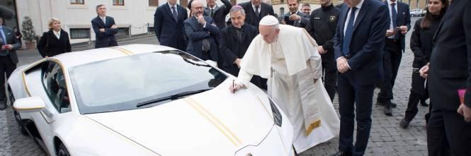 La Lamborghini donata a Papa Francesco