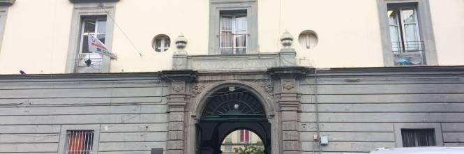 Scuole senza manutenzione: a Napoli bagni per le alunne off-limits in una media  1