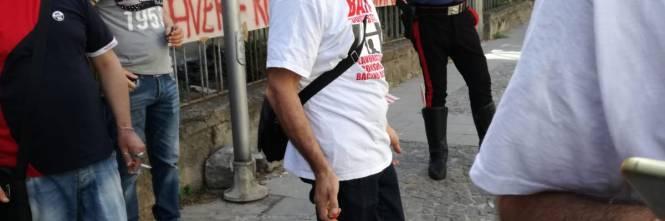 """Lavoratori senza stipendio protestano sotto casa del ministro Di Maio: """"Uè Uè Di Maio, allora?"""" 1"""