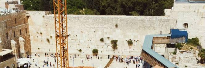 La modella posa nuda con il Muro del pianto. Polemica in Israele -  IlGiornale.it