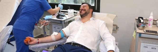 """Salvini dona il sangue e scherza: """"Ho la pressione alta, dovrei rilassarmi..."""" 1"""