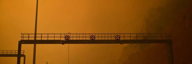 Le fiamme devastano la Grecia 1