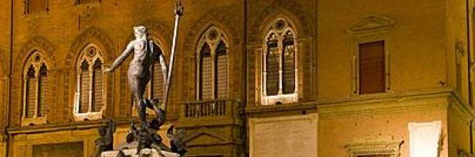 Bologna bagno nudo in fontana del nettuno multato turista spagnolo - Bagno in spagnolo ...