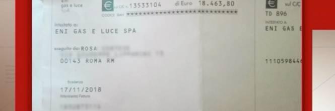 Le arriva bolletta maxi da 18mila euro: anziana viene colta da malore