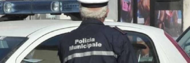 Migrante minaccia e ferisce vigili, revocato il permesso di ...