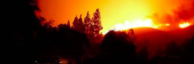 Incendi in California, ordine di evacuazione per Malibù 1
