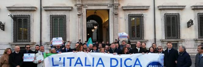 Il flash mob di Fratelli d'Italia contro il Global compact 1