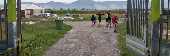 Nel campo rom senza acqua, senza bagni e colmo di rifiuti 1