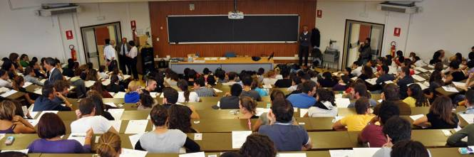 Calendario Lauree Unica Ingegneria.Si Laurea Con 109 110 Studentessa Fa Causa All Universita