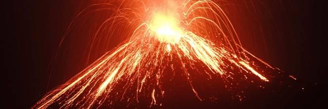 L'eruzione del vulcano Krakatau dello scorso luglio 1