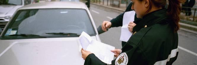 Dimenticano di togliere divieto per la Milano-Sanremo, auto multate e rimosse per errore