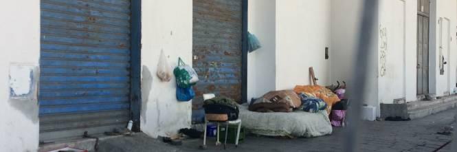 Napoli, nel parco della Marinella: tra rifiuti, tossicodipendenti e disperati 1