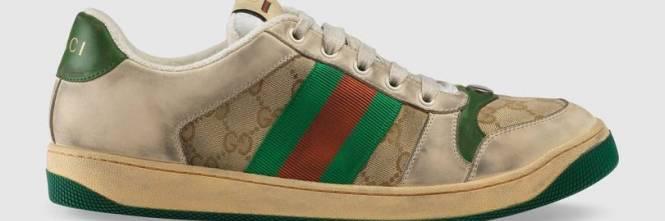 Le scarpe da ginnastica già