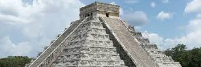 Scoperta grotta dei Maya rimasta sigillata per anni: dentro oltre 150 oggetti