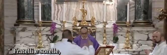 """Roma, interrompe la messa in diretta tv urlando """"Sono Dio sceso in terra"""""""