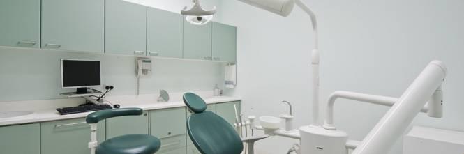 In malattia per fare il dentista abusivo: condannato a 10 mesi