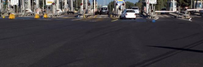 Cassazione, se scappa la pipì in autostrada si può usare la corsia di emergenza. La sentenza