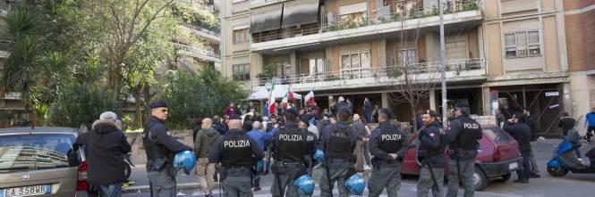 """Casal Bruciato, residenti in protesta: """"Le case prima agli italiani"""" 1"""