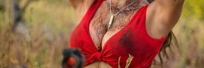 L'ex soldatessa israeliana in pose sexy con le sue armi 1