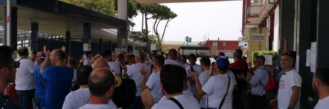 Whirlpool, tra i lavoratori in presidio a Napoli 12