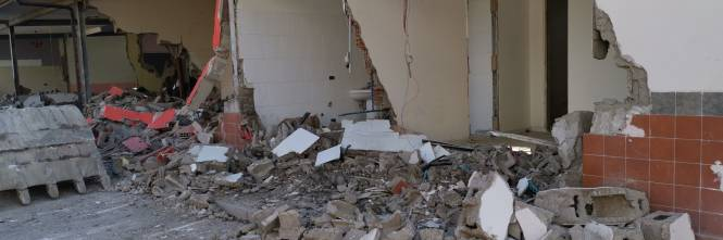 Abusivi e inagibili, abbattuti appartamenti nel Napoletano 1