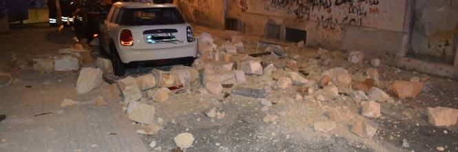 Paura a Lecce, crolla parte di un edificio in pieno centro storico 1